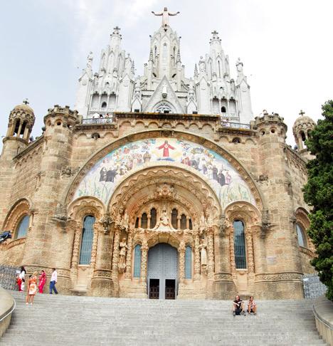 Католический храм в Барселоне.